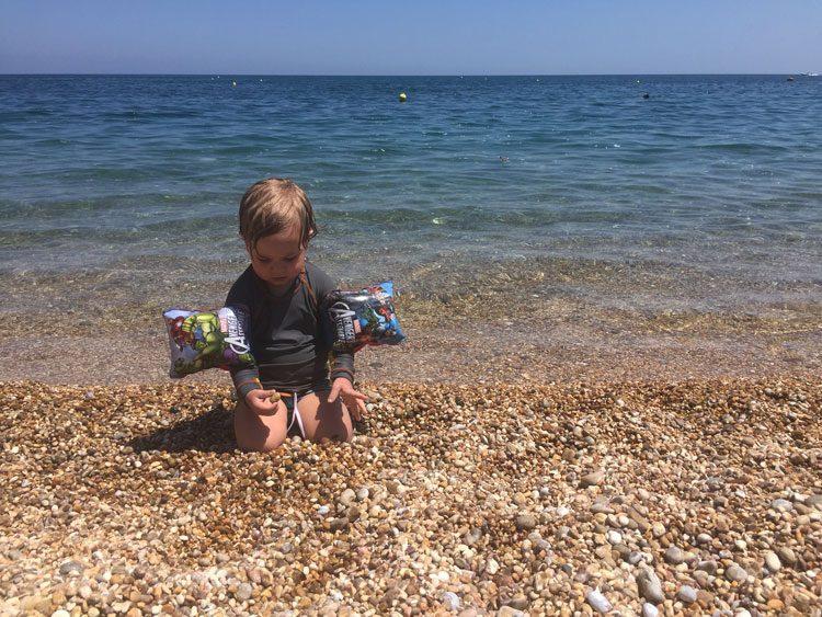 praias-puglia-vieste-pedrinhas