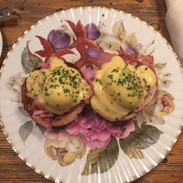 eggs-benedict-eletric-diner