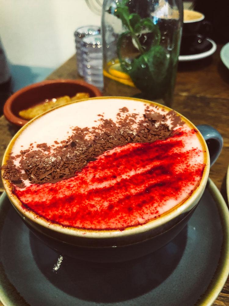 red-velvet-chocolate-latte-half-cup-londres