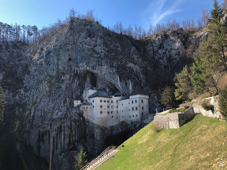 castelo-predjama-eslovenia