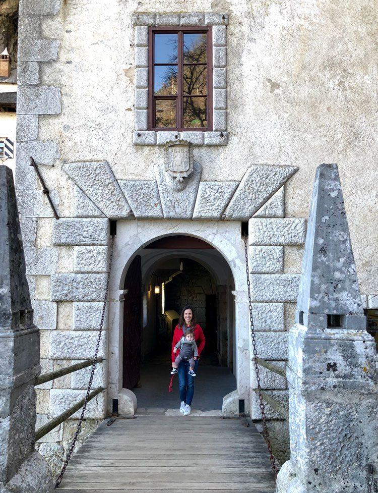 entrada-castelo-predjama-eslovenia