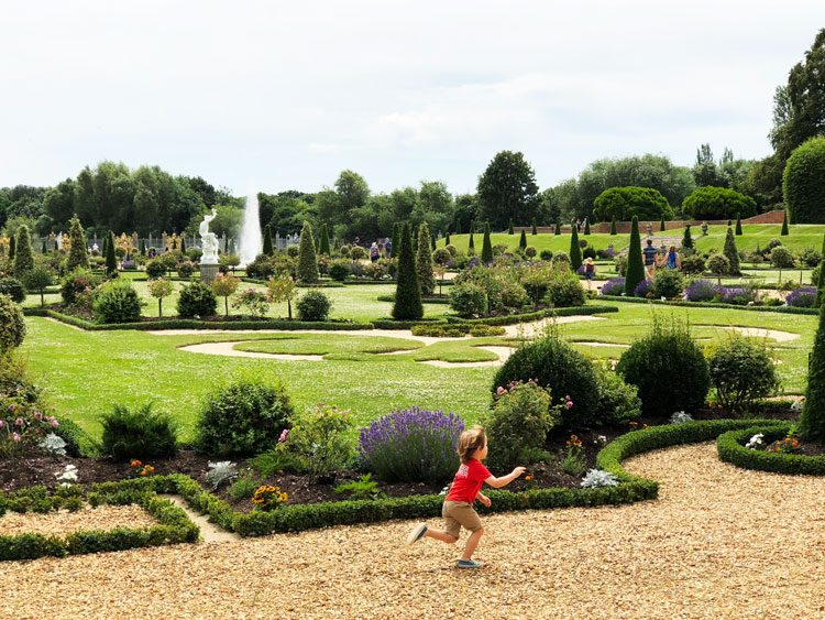 privy-gardens-hampton-court