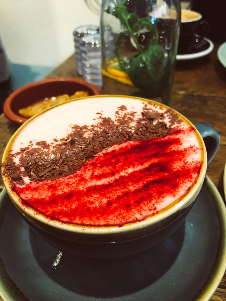 red-velvet-chocolate-latte-half-cup-londres