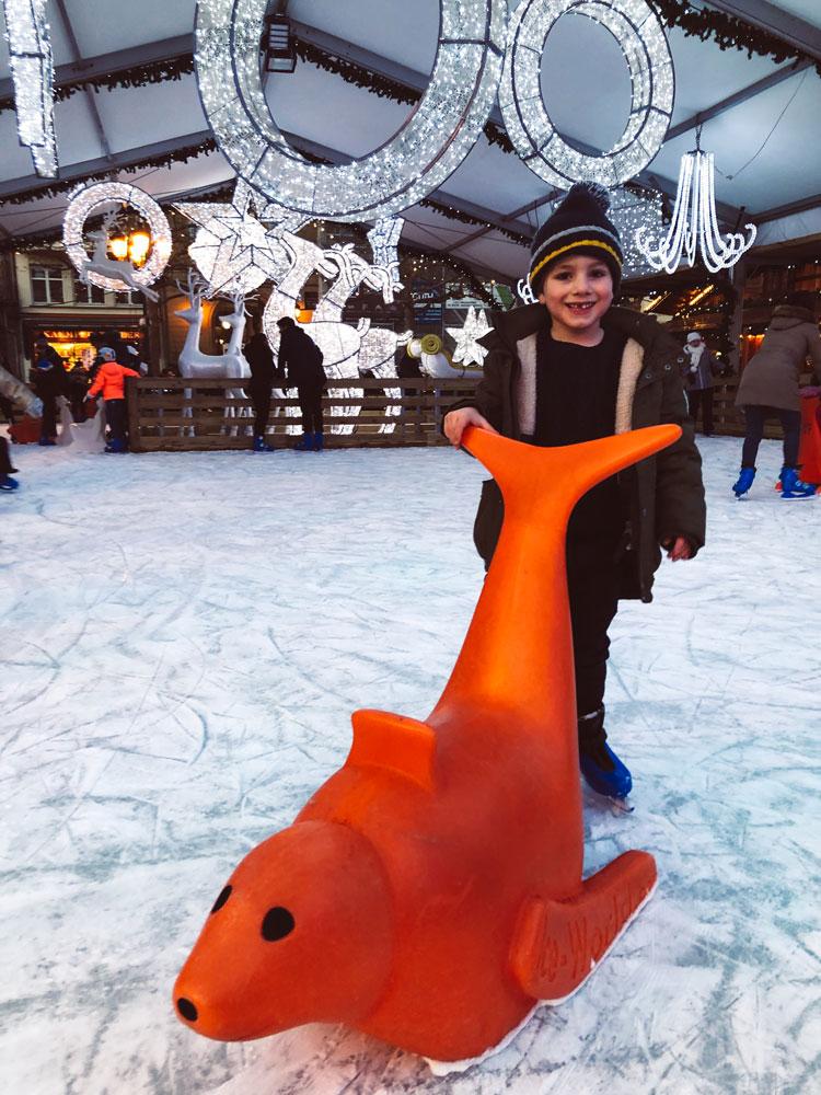 ice-skating-mercado-de-natal
