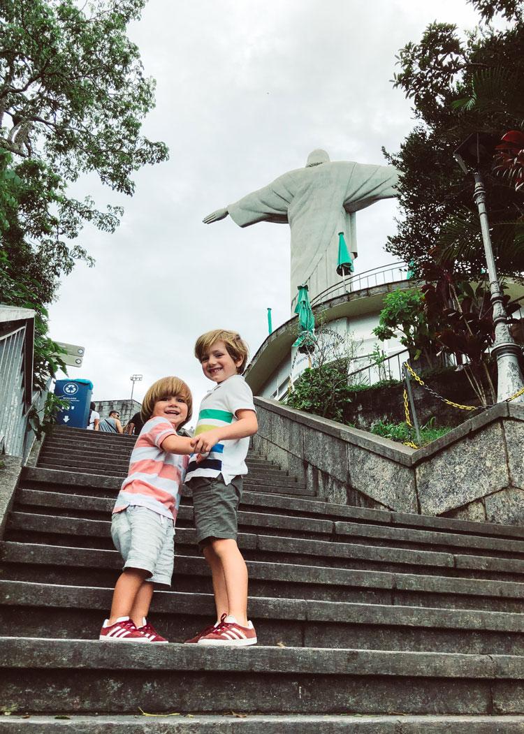 meninos-escadas-corcovado